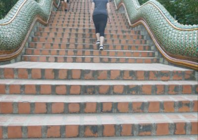 chiangmai-doi-suthep-escaliers