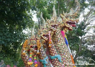 chiangmai-doi-suthep-escaliers-serpents