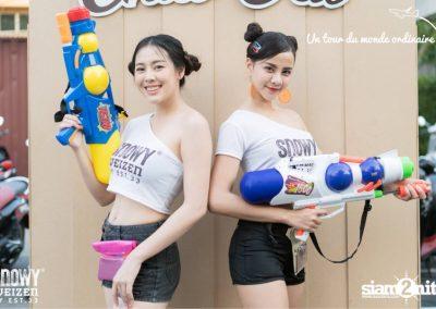 chiangmai-songkran-les-serveuses