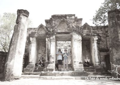 sukothai-parc-historique-meditation-family