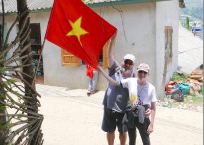 sapa-village-traditionnel-drapeau