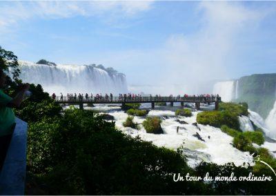 Iguacu-Bresil-chutes-passerelle-procession